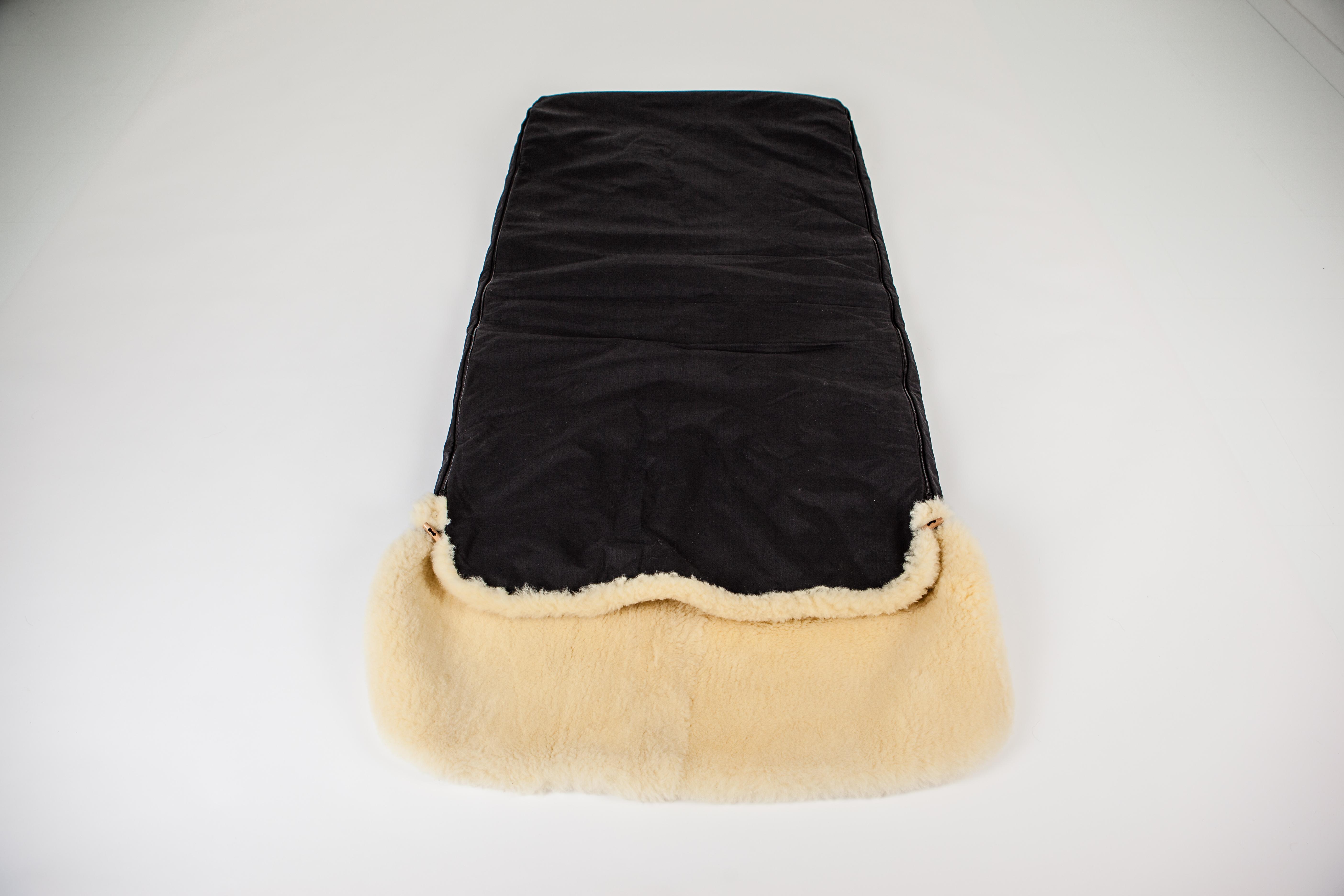 lolfinger lammfell schlafsack f r erwachsene schwarz lolfinger. Black Bedroom Furniture Sets. Home Design Ideas